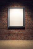 Marco en blanco en la pared de ladrillo Imagen de archivo libre de regalías