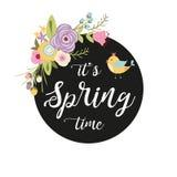 Marco exhausto de la mano del vintage con vector rústico lindo del tiempo de primavera del texto escrito de las flores y de la ma libre illustration