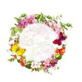 Marco floral de la frontera Mariposas, flores, hierbas salvajes Guirnalda de la acuarela Imagenes de archivo