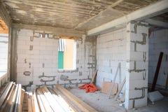 Marco metálico para el interior de la protección del edificio del terremoto estructuras Terremoto-resistentes con los marcos metá Fotos de archivo libres de regalías