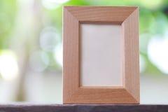 Marco moderno puesto en un piso de madera Foto de archivo libre de regalías