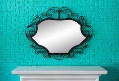 Tabla y espejo Foto de archivo libre de regalías