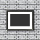 Marco negro en la pared de ladrillo. Fotografía de archivo