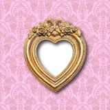 Marco ornamental de la forma del corazón del oro viejo fotografía de archivo libre de regalías