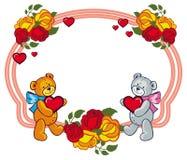Marco oval con las rosas y dos osos de peluche que llevan a cabo el corazón Foto de archivo libre de regalías