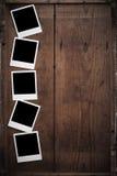 Marco polaroid de la foto en la madera Imagenes de archivo