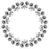 Marco redondo blanco y negro con las siluetas de las flores Imagen de archivo libre de regalías