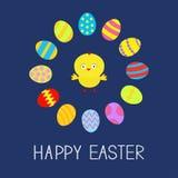 Marco redondo determinado coloreado del huevo de Pascua y diseño plano de la tarjeta del pollo