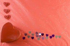 Marco rojo, rosado, de plata de la tarjeta del día de San Valentín de los corazones Imágenes de archivo libres de regalías