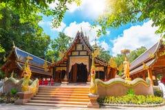 Marco tailandês bonito do curso da arte e da cultura do templo do rampoeng de Wat em Chiang Mai imagens de stock