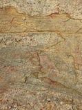 Marco vertical muy bonito del fondo natural de la textura agrietada de la roca Imagen de archivo libre de regalías