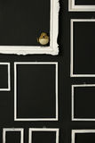 Marcos blancos sobre la pared negra Imagen de archivo libre de regalías