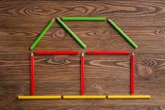 Marcos coloreados de los lápices en la tabla de madera Imagen de archivo libre de regalías