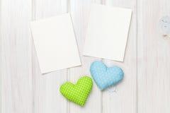 Marcos de la foto y corazones del juguete de las tarjetas del día de San Valentín Foto de archivo