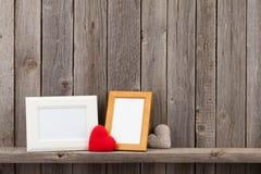Marcos de la foto y regalos en blanco del corazón Foto de archivo