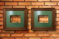 Marcos de madera del vintage para las imágenes en la pared de ladrillo Fotos de archivo libres de regalías