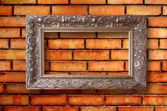 Marcos de madera del vintage para las imágenes en la pared de ladrillo Foto de archivo
