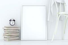 Marcos en blanco contra la pared Fotos de archivo