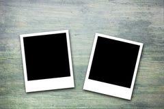 Marcos en blanco de la foto de la tarjeta del día de San Valentín en la madera Fotos de archivo libres de regalías