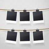 Marcos en blanco de la foto en cuerda stock de ilustración