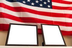 Marcos en blanco de la foto en fondo de la bandera americana Fotos de archivo libres de regalías