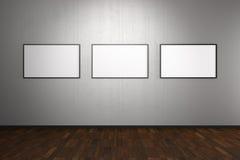 Marcos en blanco en galería de arte Imágenes de archivo libres de regalías