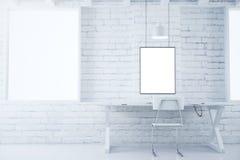 Marcos en blanco en la pared de ladrillo blanca en el ingenio blanco del sitio del estilo stock de ilustración