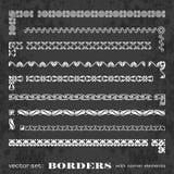 Marcos y fronteras caligráficos con los elementos de la esquina en un fondo de la pizarra - sistema del vector Fotos de archivo
