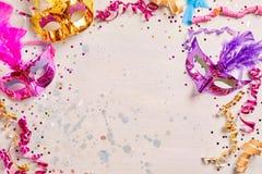 Mardi Gras ή πλαίσιο καρναβαλιού με τις μάσκες Στοκ Εικόνες