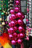 Mardi Gras Beads 2019 stora bollar royaltyfri fotografi