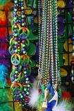 Mardi Gras Beads 2019 stora bollar royaltyfri foto