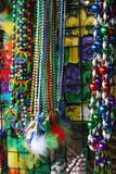 Mardi Gras Beads 2019 stora bollar arkivbilder