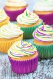 Mardi Gras cupcakes στοκ εικόνα