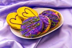 Mardi Gras kakor med isläggning och garneringar Royaltyfri Fotografi