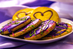 Mardi Gras King Cake med behandla som ett barn Royaltyfria Bilder