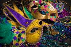 Mardi Gras Masks op donkere Achtergrond royalty-vrije stock foto