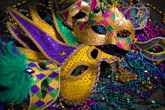 Mardi Gras Masks su fondo scuro fotografia stock libera da diritti