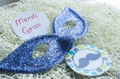 Mardi Gras : Masque de partie avec les décorations et les bibelots de fête images libres de droits