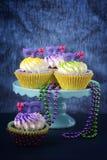 Mardi Gras muffin fotografering för bildbyråer