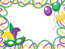 Mardi Gras pärlor färgade ramen med en maskering och ballonger som isolerades på vit bakgrund Royaltyfri Bild