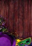 Mardi Gras: Partimaskering och hatt med Copyspace över Arkivfoto