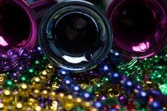 Mardi Gras pryder med pärlor arkivbild