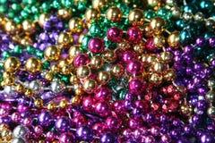 Mardi Gras pryder med pärlor arkivfoton