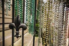 Mardi Gras pryder med pärlor arkivfoto
