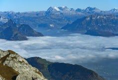 Mare autunnale di nebbia sopra il lago Lucerna Fotografie Stock Libere da Diritti