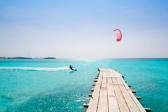 Mare balearic del turchese di legno del pilastro della spiaggia di Formentera Immagini Stock