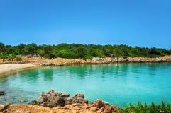Mare blu della spiaggia di Marmaris bello sul fondo delle montagne Fotografia Stock