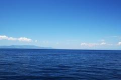 Mare blu perfetto Fotografia Stock Libera da Diritti