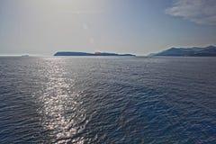 Mare calmo ed isole fotografia stock