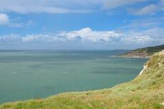 Mare calmo, l'isola di Wight, baia dell'allume Fotografia Stock